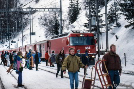 "Ge 4/4 III ""Tujetsch"" im Bahnhof Bergün"