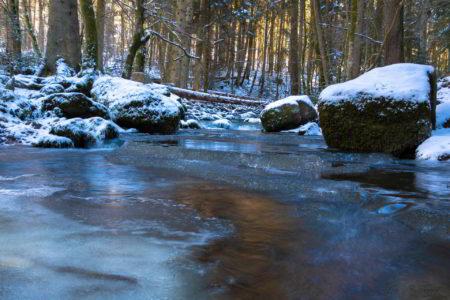 Bild vom winterlichen Monbach